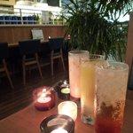 スイーツリングカフェ - 夜は照明も落され、昼間と違った雰囲気で