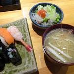 奥寿し - サラダと味噌汁付いて980円デス