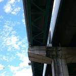 54614829 - 青空を見ながら ひたすら真っ直ぐ歩く。