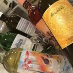 モンドール - 《本日のグラス白ワイン》国にはこだわらずら各国いろいろな種類で、不定期に変わります(^_^)