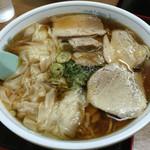 三日月軒 - ワンタン麺