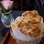 あんこ椿 - 紅茶のかき氷。大人の味です。