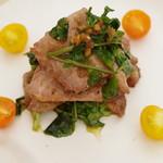 キリン一番搾りガーデン - ローストビーフと麦芽とクレソンのサラダ