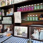 古沢商店 - メディア取材を受けた時の写真と缶ジュースのストック
