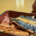 魚登久 - 鰻重(うなぢゆう)、皮側(かはがは)