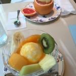 銀座千疋屋 - フルーツサンデーとグレープフルーツのデラックスゼリー