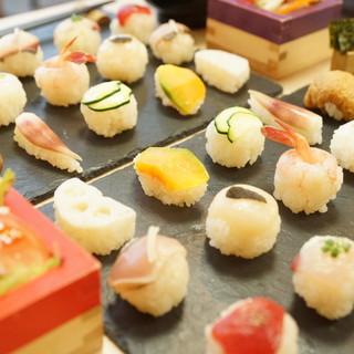 人気のTEMARI寿司を始め、定食、コース、昼飲みも対応☆