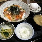 Iroriryouritonihonshusurofudohakobune - 天然地魚!漁師丼950円