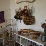 ロギ - 販売している雑貨や飾り付けがお洒落でした。
