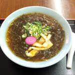 最北端 - もずくラーメン(¥1200)。一瞬、麺の代わりがもずくなのか?と思うほどだが、麺も下に隠れてます