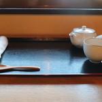 54632474 - おしぼり・温かいほうじ茶のサービス