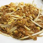 54632586 - クイティアオ(粿條)と呼ばれる平たいライスヌードル