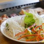 焼肉 ウエスト - 『まる得スタミナ食べ放題』2,580円+『サラダ&デザートバー』200円を注文。