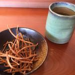 拓朗亭 - 蕎麦茶とかりんとう   来るまでポリポリ(*^_^*)