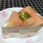 くるみや - 白桃のショートケーキ(432円税込)