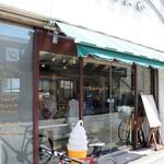 くるみや - 「みどり食堂」と明石浦漁港セリ場の間にある、明石の老舗ケーキ屋さんです(2016.8.10)