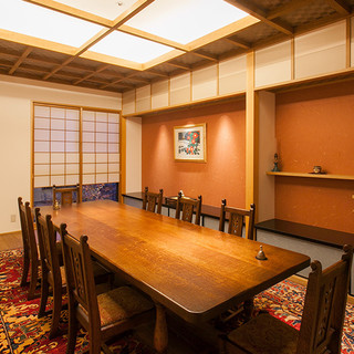 レトロモダンな2階個室で特別なご会食&カウンター会席デートを