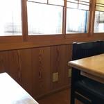 海鮮割烹あたご - 店内2階テーブル席