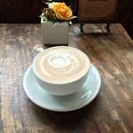 カップス コーヒー&カップケーキ - 大きいカフェラテ