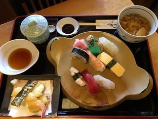 海鮮割烹あたご - にぎり寿司ランチ 税別1150円