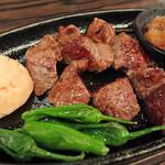 鉄板坊主 - 黒毛和牛のステーキ