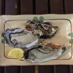 鬼無里村 - 料理写真:殻付 生牡蠣!