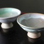 悠久乃蔵 しゃぶしゃぶと糀料理、日本酒 - おちょこはこだわりの日本六大古窯「越前焼」でゆっくりと。
