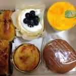壷屋  - スイートポテト、アップルパイ、ブルーベリーヨーグルトムース、チーズタルト、マンゴーティラミス、バタどら
