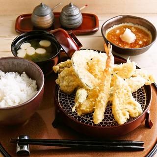 980円の天ぷら定食と天丼はお昼も夜もあります‼
