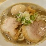 麺商人 - 極濃煮干し中華そば 煮卵とっぴ