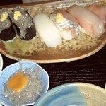 寿司懐石 かご家 - 「地魚らんち」のにぎり寿司と小鉢は生しらす!