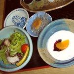 寿司懐石 かご家 - 「地魚らんち」のサラダとデザート(ヨーグルト)