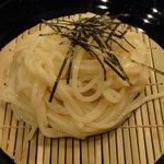 芦屋のおうどん みつまる庵 - うどんのアップ ※細麺です