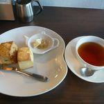 紅茶専門店ポルコポルコ   - 料理写真:スコーンセット(¥1080)
