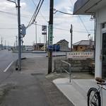 ハリーカリー - 上三川街道、宇都宮屋板郵便局の交差点にあります。 2016.8