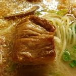 九州じゃんがららあめん - 角煮はスカスカ。 2016.7