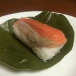 54662793 - 柿の葉寿司(鮭)