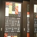 Bairan - 店内のインテリアは煌びやかな雰囲気。