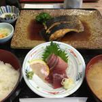 佐島かねき - お刺身と魚の煮付け定食♪