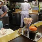 本店 鉄なべ - ボギーが餃子 作ってます