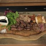 リベロ - お肉4種盛り合せ