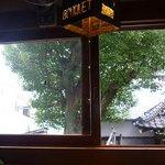 ブーケ - 窓から神社