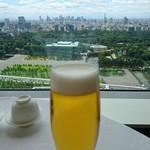 54671793 - 生ビール 皇居を望む