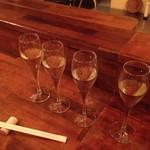 奥田商店 - ドリンク写真:白ワイン飲み比べ  1000円
