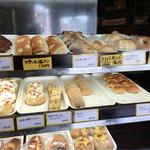 ベイク オカジマ - 面白いパンが色々