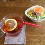 森のCafe - ランチのドリンクアイスレモンティー&サラダ