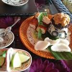 54682760 - 本日尾鷲で採れた雲丹をベトナムの揚げ豆腐につけて