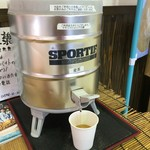 ヤキソバショップ 18番 - お茶はセルフサービスで頂きます