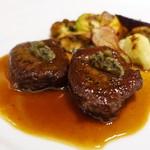 ラ・ファソン 古賀 - 夏鹿シンタマのソテー 茄子のキャビア仕立て   青粒コショウ風味 ポワブラードソース