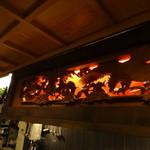 美酒美食 平田 - 店内も和に拘った造り。       大工さんが作ったそうですが、欄間が凄い